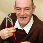 зуб болить